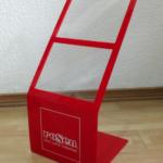 Porta Precio para Colchones- Materialidad: Acrílico. Tamaño: 34 cm ancho, 68 cm alto, 30 cm profundidad.