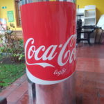 Ficticio Coca Light. Cartón Panal/Adhesivo Metalizado/Blanco Serigráfico